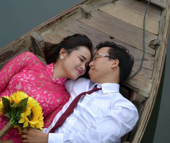 honeymoon -paar-in-boot