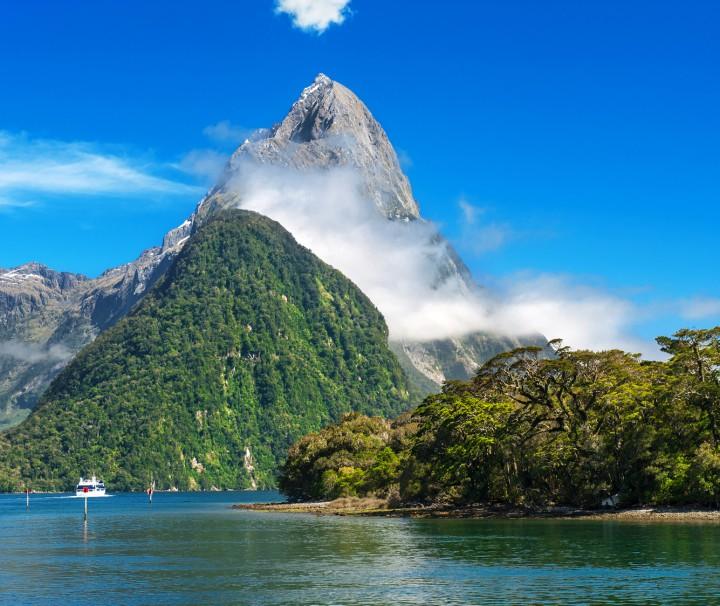 Milford-Sound-mitre-peak-neuseeland