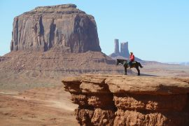 Reiter vor Abgrund monument valley usa
