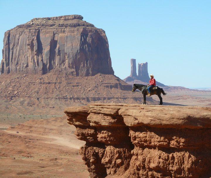 Reiter vor Abgrund monument valley usa