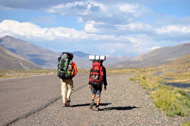 Backpacker Tourist jung Strasse